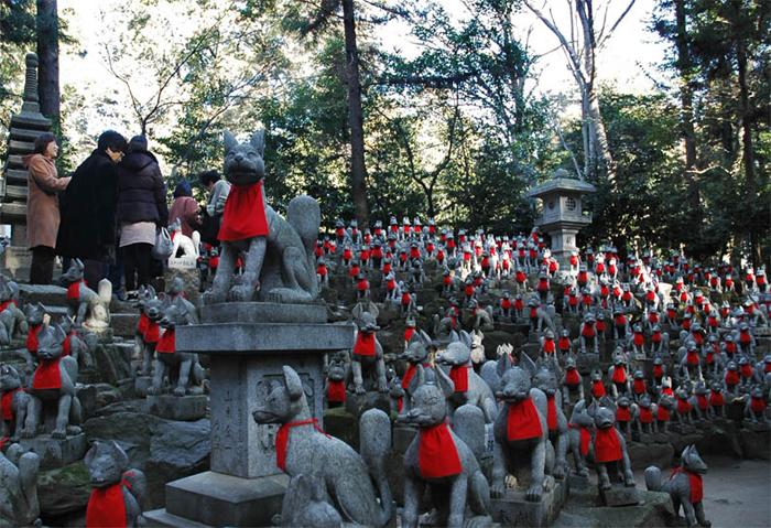 Toyokawa_Inari_Foxes
