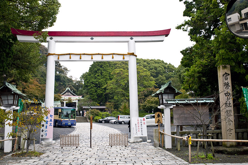 800px-Kamakura-gu-torii